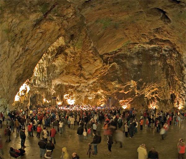 La cueva de Postojna uno de los lugares intresantes en Eslovenia